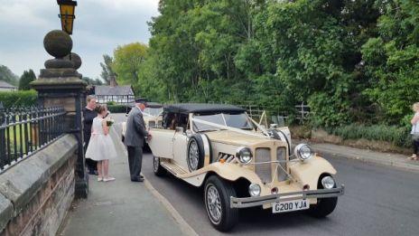 The Vintage Cars arrive